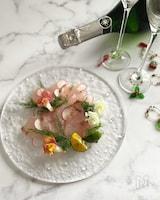 オリーブオイルと塩で頂く、白身魚のカルパッチョ。