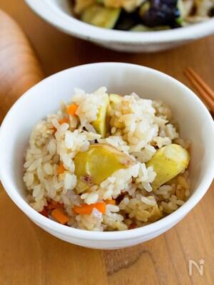 『栗の彩り炊き込みご飯』秋の贅沢!やさしい味わい♬
