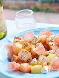 桃バジルモッツァレラ生ハムバゲットサラダ