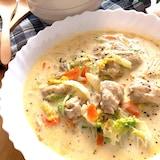 豆乳でヘルシー&チーズでコクあり♡鶏肉と白菜のクリーム煮