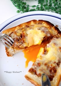 『とろ〜り卵が美味しい!ミートパイ風卵チーズトースト』