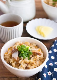 『【炊飯器で簡単】さばの味噌煮缶で旨味たっぷり!炊き込みごはん』