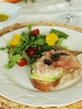 休日の朝食に!生ハムとアボカドとモッツァレラのオープンサンド