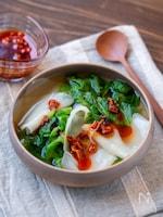 餃子の皮でお手軽!レタスのワンタン風スープ