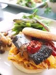 秋刀魚のコンフィとオムレツのサンド