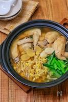 *ほろほろ手羽先と豆もやしと小松菜のスタミナ鍋*