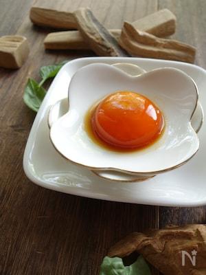 卵黄のバジル醤油漬け