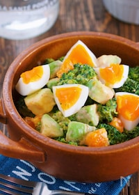 『超簡単♪『ブロッコリーとアボカドと卵のデリ風♡コブサラダ』』