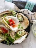 蒸し牡蠣の冷菜。ザジキとサルサ2種のソース
