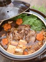 液体塩こうじ使用!厚切り豚ロースときのこのチゲ鍋