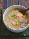 キャベツともやしと豚こまとむき海老のとろーりかきたまスープ