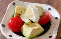 トマトとアボカドのレモンペッパー和え