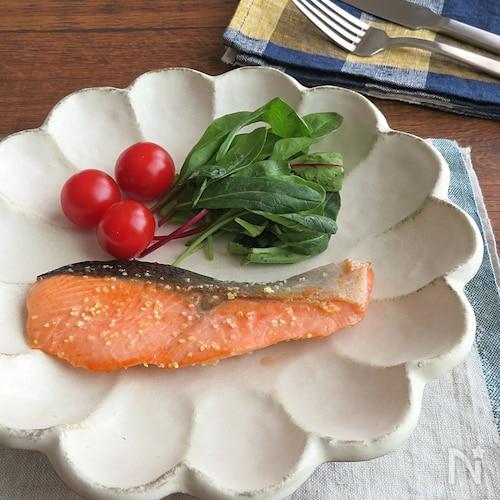 フライパン1つで簡単☆鮭のガーリックソテー☆お弁当にも◎
