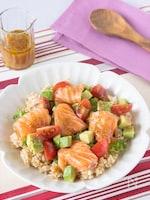 サーモンとアボカドの玄米サラダ丼