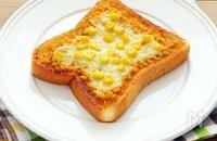 鮭とコーンの味噌バタートースト