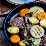 夏に食べたい野菜たっぷりステーキ【STAUBレシピ】
