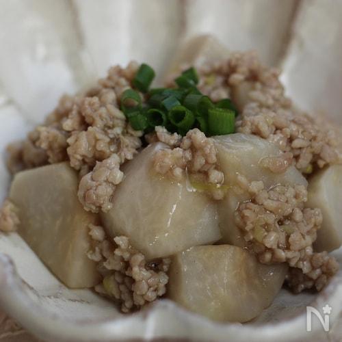 しょうがの効いた、鶏ひき肉とサトイモの煮物