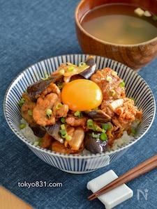 なす豚キムチ丼。食欲をそそる、夏のうま辛どんぶり!卵黄のせ♪