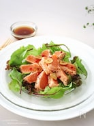 2ステップ簡単!さっぱりウマい♡サーモンのたたきのっけサラダ