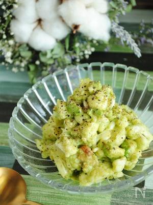 カリフラワーとアボカドの美肌サラダ