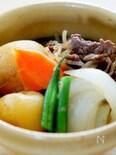 ストウブ鍋で作る新玉ねぎと新じゃが芋の肉じゃが