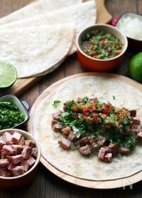 『本場メキシコの味!豚肉とサルサのタコス』