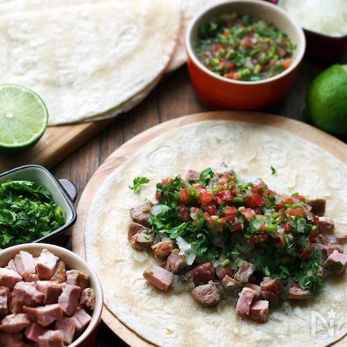 本場メキシコの味!豚肉とサルサのタコス