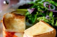 【フライパンで焼くだけ】チーズとろ〜りピリ辛明太ホットサンド