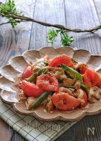『豚肉とオクラとトマトのにんにく炒め』