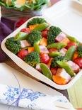 簡単カラフル♡すくって食べるモザイク野菜のせポテトサラダ