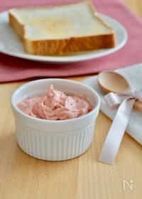 『レンジで簡単!いちごバター。贅沢なスプレッドをパンに塗って!』