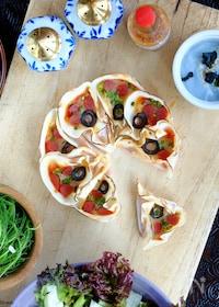 『簡単で完璧っ♡餃子の皮のフラワー・ピザ!』