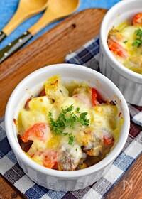 『【サバ缶で簡単】サバとトマトのチーズ焼き』
