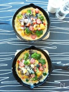 モズクとカラフル野菜のオープンオムレツ