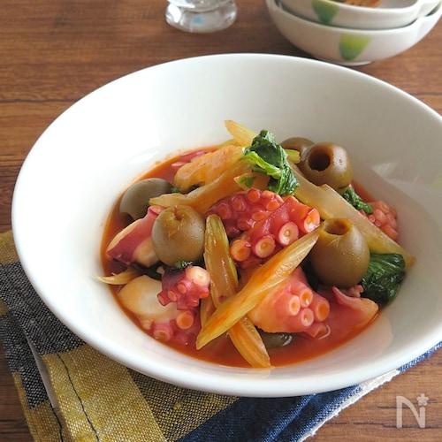 野菜ジュースで栄養たっぷり◎たことセロリのオリーブ煮