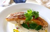 皮パリパリ!真鯛のポワレと爽やかアチェトクリームソース