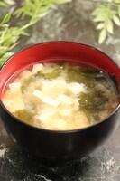 うま味で減塩!豆腐とわかめのお味噌汁