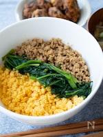 基本の3色そぼろご飯*【鶏・卵・ほうれん草】