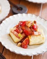 味付け1つで絶品♪ベーコンと長ねぎとミニトマトの豆腐ステーキ