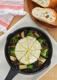 『ブロッコリーとカマンベールチーズのアヒージョ。手軽なおつまみ』