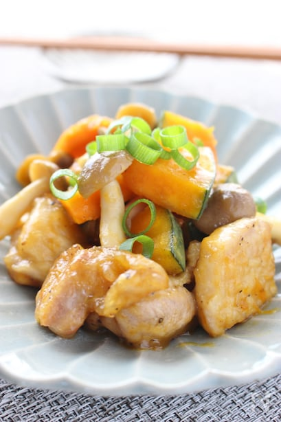 鶏肉、しめじ、かぼちゃをめんつゆで炒めたひと品