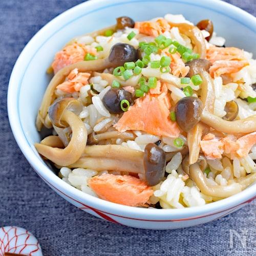 【サラダフィッシュで即完成!】きのこと鮭の混ぜご飯