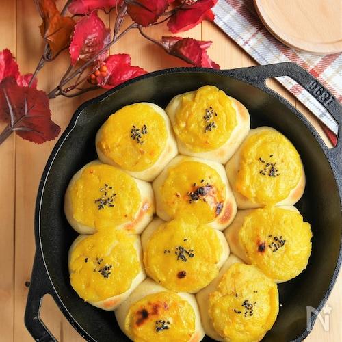 スイートポテトとカラメルリンゴのスキレットちぎりパン
