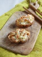 塩揉みキャベツとかにかまのチーズトースト
