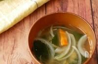 わかめと玉ねぎのお味噌汁