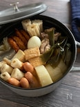 鶏ガラスープと和風出汁のWスープ。スープを飲み干すおでん