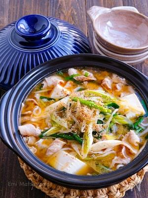 ニラネギもやしと豚肉のスタミナ味噌鍋