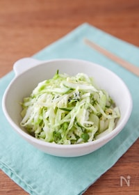 『手軽にあと一品!緑野菜のさっぱり塩もみサラダ』