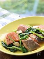 鮭とほうれん草のガリバタ醤油炒め