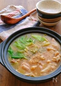 『キャベツと鶏肉のピリ辛スタミナとろみ味噌鍋』